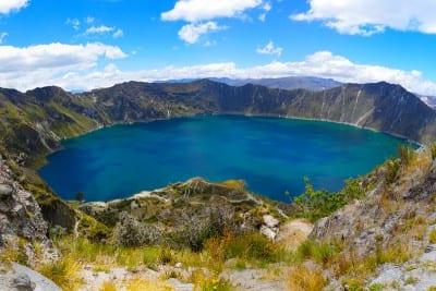 Cratera do vulcão Quilotoa forma um incrível lago no Equador
