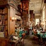 Já imaginou jantar dentro de uma biblioteca fascinante? Em Moscou isso é possível!