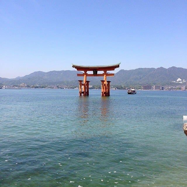 O famoso Torii de miyajima que quando a mar baixahellip