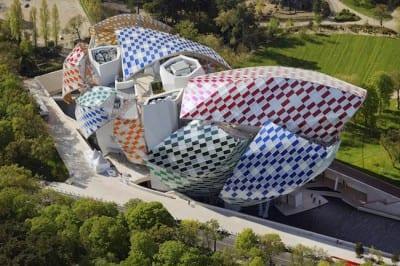 Fundação Louis Vuitton, em Paris, ganha cores com mais de 3 mil peças de vidro