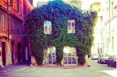 O pequeno café que esconde um charmoso apartamento para alugar em Roma