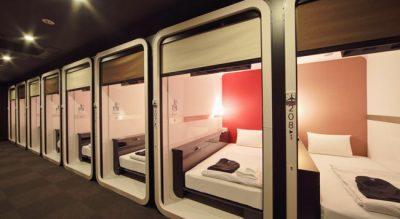 Hotel cápsula no Japão imita cabines de primeira classe dos aviões