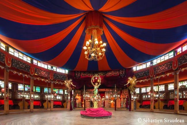 Discreto museu em Paris nos leva de volta à infância com a imersão num mundo lúdico