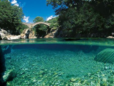 """Na fronteira com a Itália, vilarejo na Suíça ganha fama e apelido de """"Maldivas de Milão"""""""