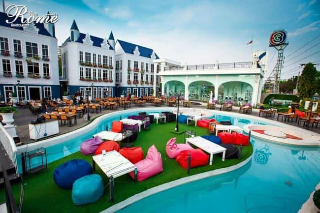 Restaurante em Bangkok se inspira em Roma e recria os cenários ao redor de uma piscina