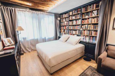 Que tal passar uma noite confortável em uma livraria ou uma mercearia de Paris?