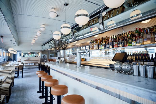 Aberto em 1946, restaurante Empire State Diner resiste e se renova em Nova York